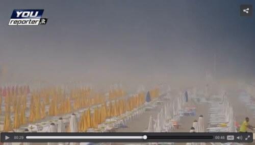 Tempesta di sabbia a Lignano a causa di un violento temporale, il video - Youreporter