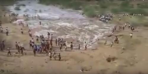 fiume si risveglia in India