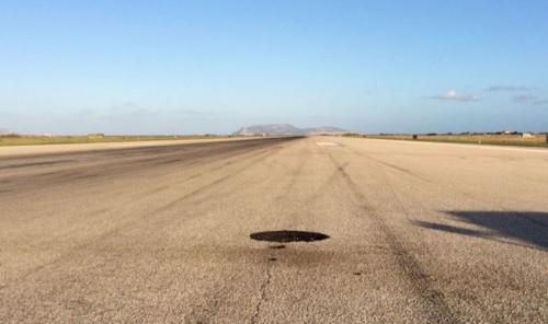 fulmine colpisce pista aeroporto