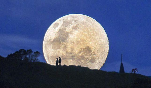 La Notte Della Luna.Stasera E La Notte Della Luna Centinaia Di Eventi In