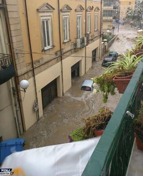 Alluvione in atto a Giardini di Naxos