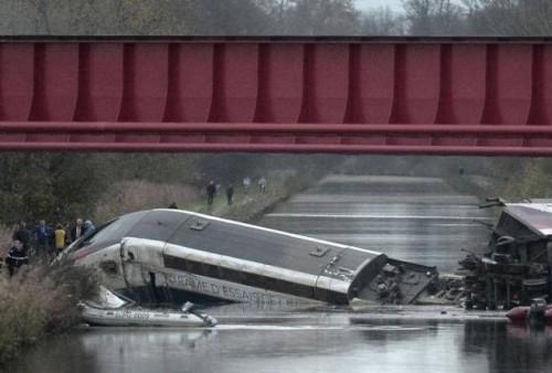 strasburgo treno deragliato