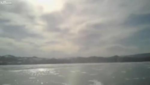 auto nel lago ghiacciato