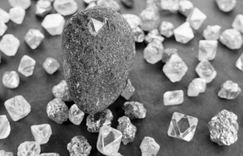 diamanti nella lava del vulcano