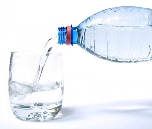 bere due litri di acqua al giorno