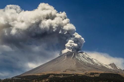 eruzione vulcano sabancaya
